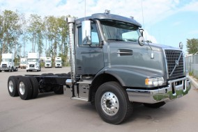2018 VOLVO VHD 64B 200 Straight Truck (Cab and Chassis)