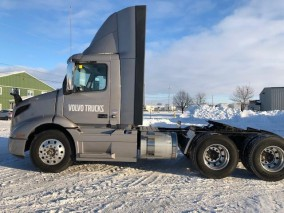 2019 VOLVO VN Daycab Tractor
