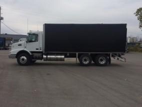 2018 VOLVO VHD Straight Truck w/Flat Deck
