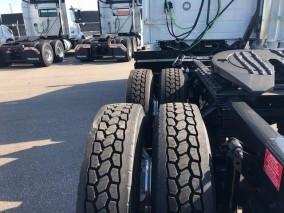 2019 VOLVO VNL 300 Daycab Tractor